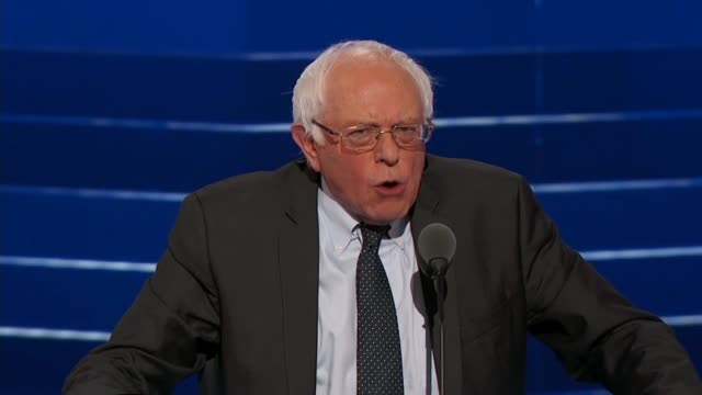 vidéos et rushes de senator bernie sanders tells 2016 dnc delegates that it is not moral or sustainable for the top 01 percent of citizens to make as much money as the... - face à face