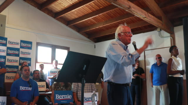 vídeos de stock e filmes b-roll de senator bernie sanders, who is running for the democratic nomination for president of the united states, talks about economic inequality while... - desequilíbrio