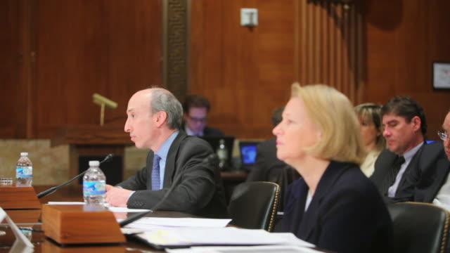 vídeos de stock e filmes b-roll de senator durbin holds budget hearing on sec and cftc with cftc chairman gary gensler and sec chairman mary schapiro - presidente de empresa