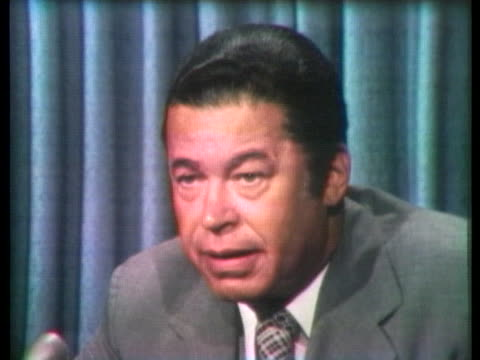 senator edward brooke says most americans do not want to see president richard nixon go to jail. - リチャード・ニクソンの大統領辞任点の映像素材/bロール