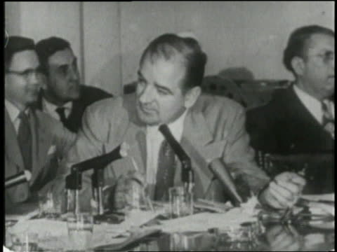 vídeos y material grabado en eventos de stock de us senator joseph mccarthy and army lawyer joseph welch appear before the house committee on unamerican activities in 1954 - senador
