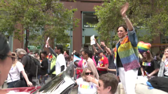 vídeos y material grabado en eventos de stock de senator kamala harris stands in a car and waves during a pride parade in san francisco, california. - human rights or social issues or immigration or employment and labor or protest or riot or lgbtqi rights or women's rights
