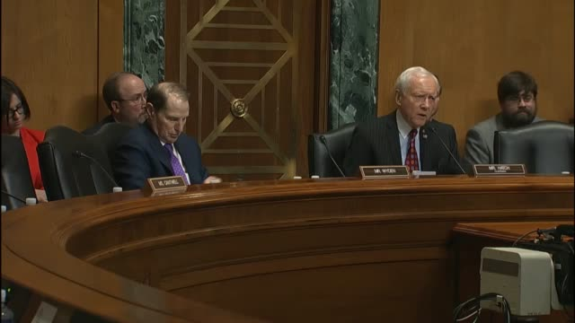 stockvideo's en b-roll-footage met senator ron wyden says that there should be more questions asked about health and human services nominee tom price's ethics issues senator orin hatch... - hatch