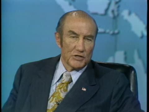 senator strom thurmond defends president richard nixon against calls for his resignation. - リチャード・ニクソンの大統領辞任点の映像素材/bロール