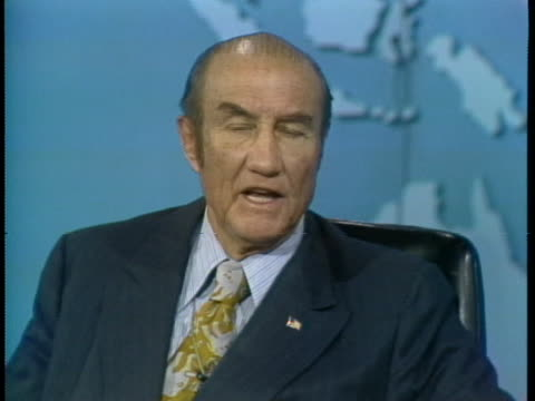senator strom thurmond defends us president richard nixon against calls for his resignation. - リチャード・ニクソンの大統領辞任点の映像素材/bロール