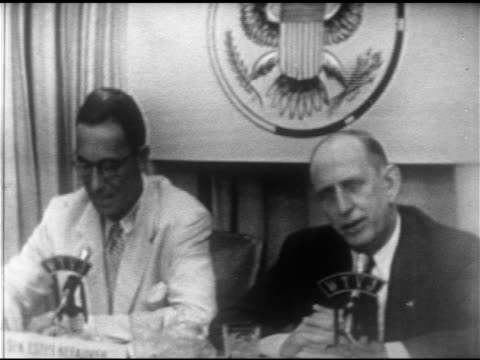 senators estes kefauver amp richard b russell sitting side by side w/ wtvj microphones sot russell talking about working in washington kefauver about... - 隣り合わせ点の映像素材/bロール