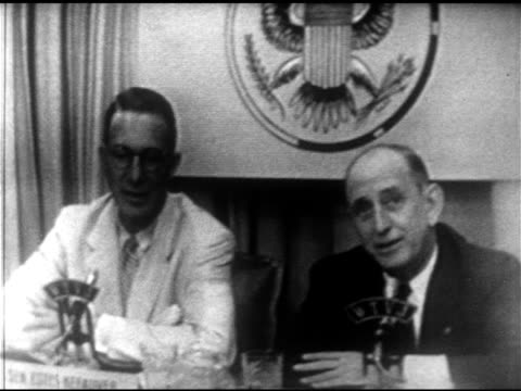 vídeos y material grabado en eventos de stock de senators estes kefauver richard b russell sitting side by side sot russell about primaries pointing out not one in maine kefauver defending... - richard b. russell