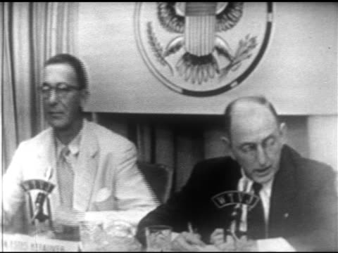 vídeos y material grabado en eventos de stock de senators estes kefauver richard b russell sitting side by side sot russell talking about kefauver's stance against fepc giving examples quotes bitter... - richard b. russell