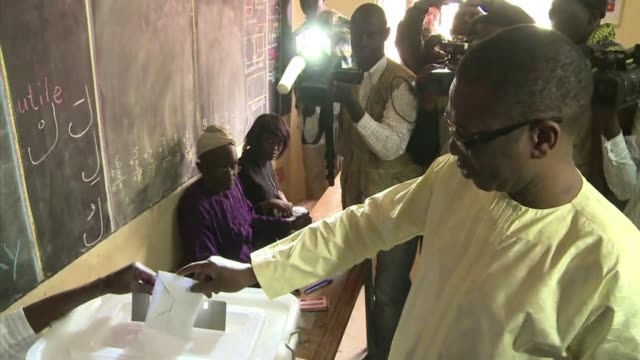 stockvideo's en b-roll-footage met senegal's music icon and political activist youssou ndour called for real change in the country warning its citizens would not accept an electoral... - staatsgreep