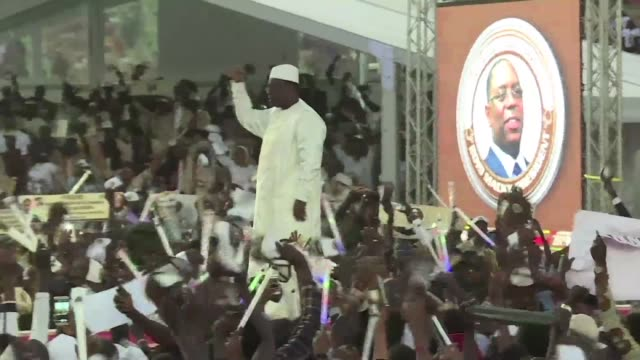 vídeos de stock e filmes b-roll de senegal's president macky sall holds his last campaign rally before sunday's presidential election where he hopes to clinch a second term - senegal