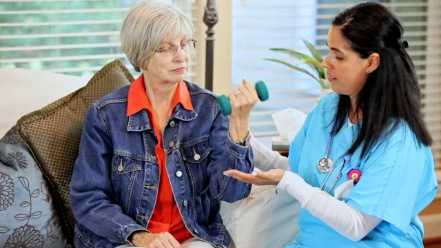 Ältere Erwachsene Frau und nach Hause Gesundheitswesen Krankenschwester, Physiotherapeut.