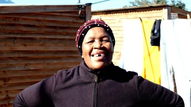 hochrangige afrikanerin schwelgt und lacht - verbrecherfoto stock-videos und b-roll-filmmaterial