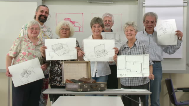 HD DOLLY: Senior Art Students Posing With Lecturer