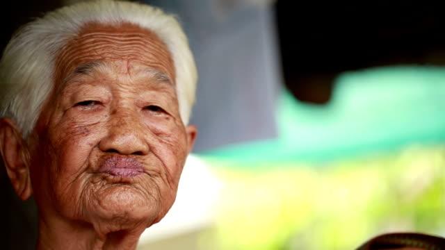 アジアの老人女性 - 人間の鼻点の映像素材/bロール