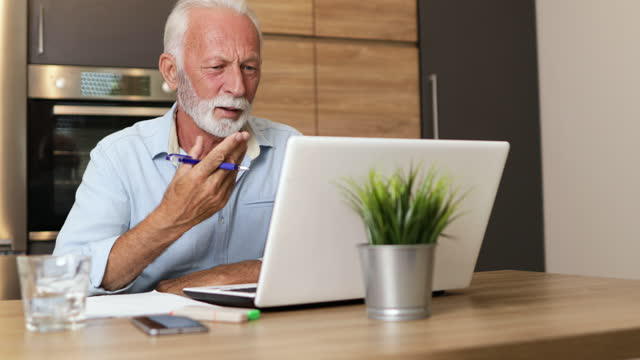 vídeos de stock e filmes b-roll de senior at home - one mature man only