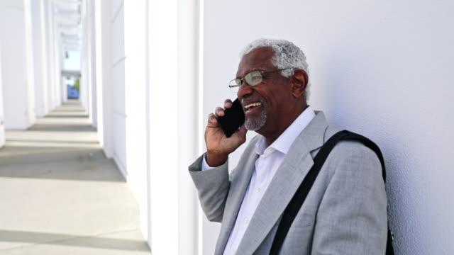 senior black affärsman - vid bildbanksvideor och videomaterial från bakom kulisserna