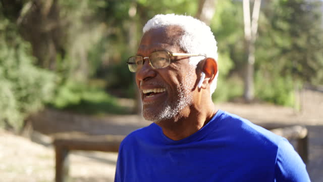 senior black man jogging all'aperto - senior men video stock e b–roll