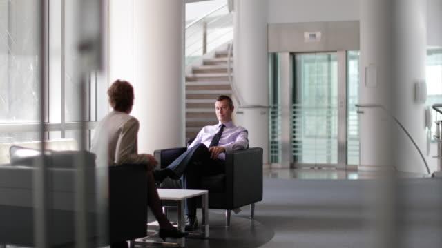 senior business executive in a meeting - formelle geschäftskleidung stock-videos und b-roll-filmmaterial