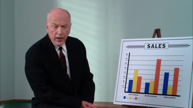 ms senior businessman giving sales presentation/ new york city - sales pitch stock videos & royalty-free footage