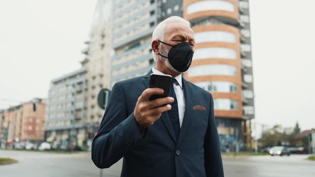 senior businessman on city street - working seniors stock videos & royalty-free footage