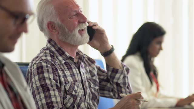 senior businessman speaking on the phone in the office - beard stock videos & royalty-free footage