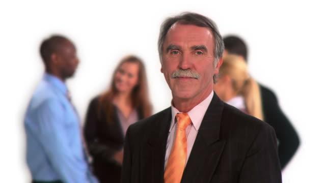 vídeos de stock e filmes b-roll de hd: senior empresário - camisa e gravata