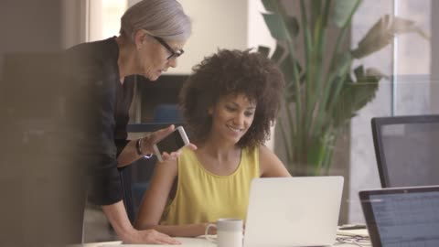 senior businesswoman discussing with colleague - mid adult women stock videos & royalty-free footage