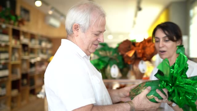 senior couple buying easter egg in a store - holy week stock videos & royalty-free footage