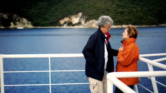 Älteres Paar auf Fähre