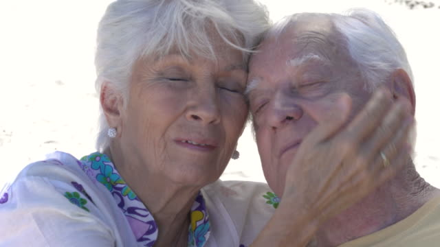 senior couple showing affection - ラテンアメリカ点の映像素材/bロール