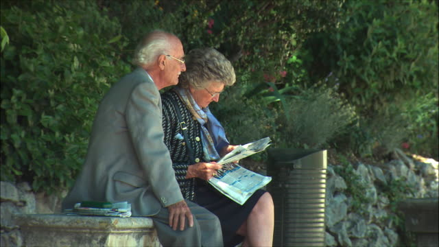 ms senior couple sitting in park / nimes, languedoc, france - francia video stock e b–roll