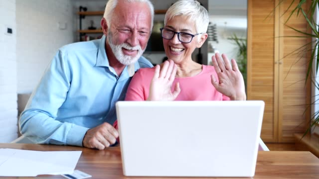 senior couple talking to family over the internet - 60 64 years stock videos & royalty-free footage
