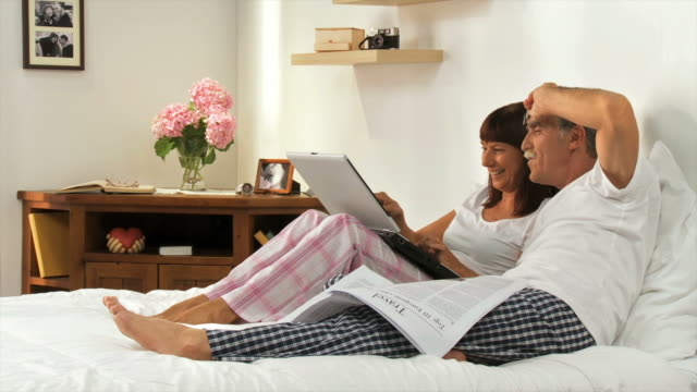 HD DOLLY: Senior Couple With Laptop