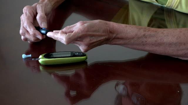 stockvideo's en b-roll-footage met senior diabetic woman - chronische ziekte