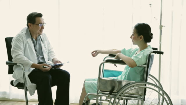 senior doctor meeting patient at hospital room - convalescenza video stock e b–roll