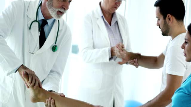stockvideo's en b-roll-footage met senior artsen behandeling van patiënten - onderzoekstafel