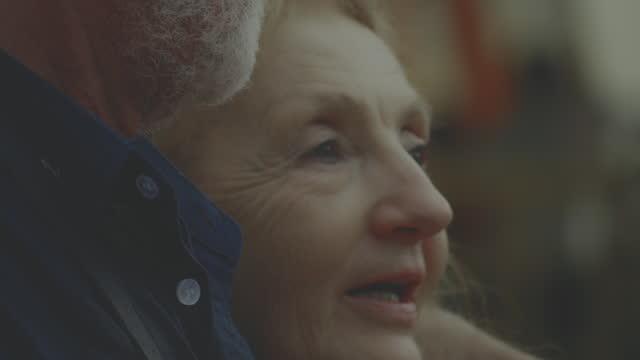 シニア感情 - 横顔点の映像素材/bロール