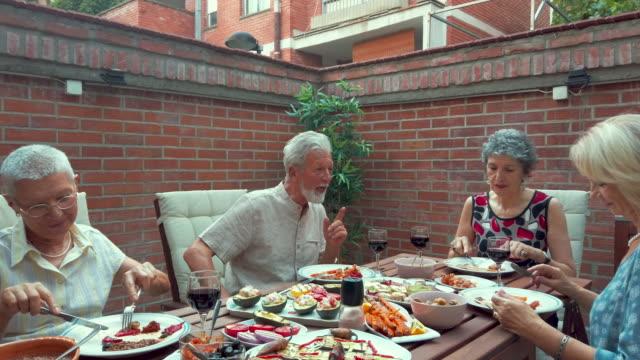 senior friends having vegan diner - cibo biologico video stock e b–roll