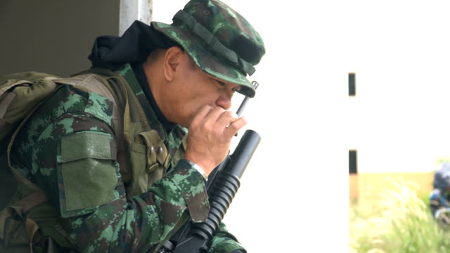 senior fully equipped and armed soldiers release the stress by smoking - 50 54 anni video stock e b–roll