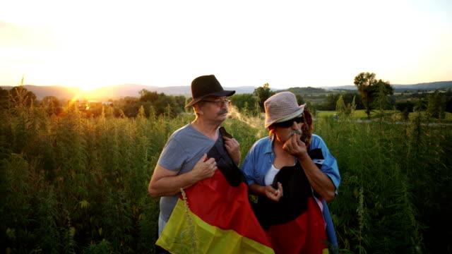 Ältere deutsche Patrioten, Rauchen Joints