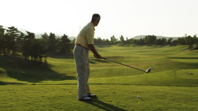 senior golfer teeing off - teeing off stock videos & royalty-free footage