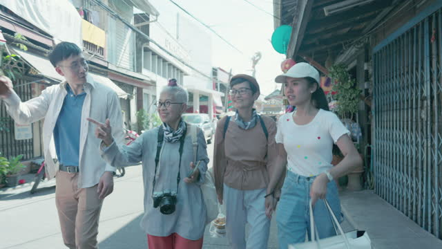 senior hipster family walking to snack food kiosk at local market, thailand - local produce stock videos & royalty-free footage