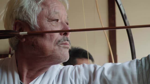 senior japanese archer taking his shot - arrow bow and arrow stock videos & royalty-free footage