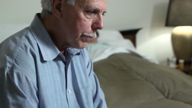 senior latin mannes drückt besorgnis für kranke frau - ehemann stock-videos und b-roll-filmmaterial