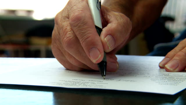 senior male hand fills out contract form - form stock-videos und b-roll-filmmaterial