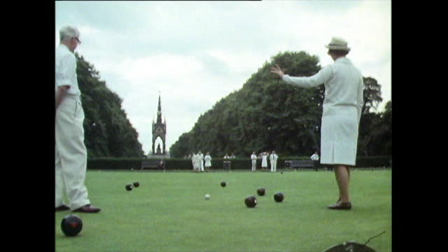 stockvideo's en b-roll-footage met senior man and woman playing lawn bowls in hyde park; 1971 - overhemd en stropdas