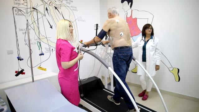 senior man at cardiology - treadmill stock videos & royalty-free footage