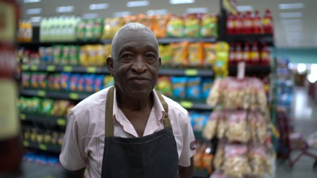 senior man business owner / employee retail - pardo brazilian stock videos & royalty-free footage