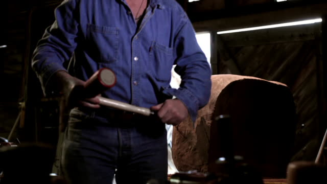 ms td tu senior man chiseling wood in workshop / kingston, new york, usa  - 彫刻作品点の映像素材/bロール