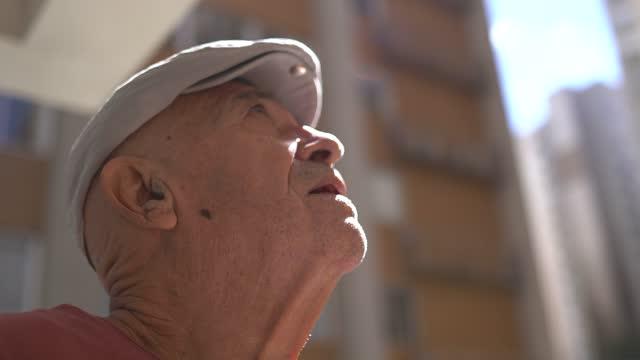 senior man contemplating - alzheimer's disease stock videos & royalty-free footage